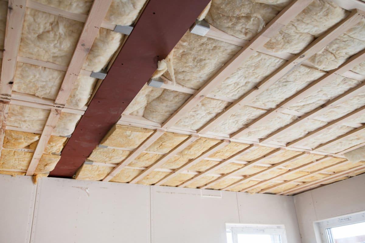 isoler la toiture par l 39 int rieur m thode de travail isolants et prix. Black Bedroom Furniture Sets. Home Design Ideas